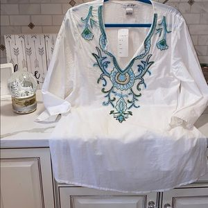 Tops - NWT. CUTE OPTION STUNNING EMBROIDERY TUNIC